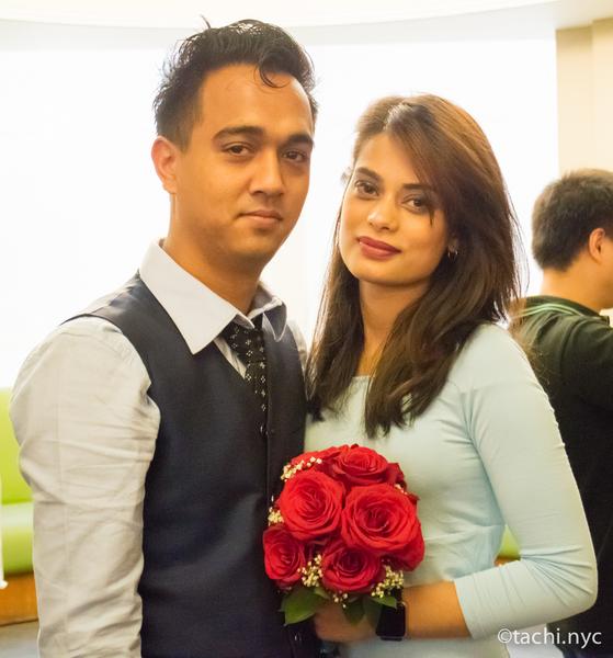 ニューヨークシティ・クラーク(市役所の市書記事務局)結婚式を挙げるカップル2