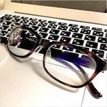 スマホやパソコンから目を守る!「ブルーライトカット眼鏡」の選び方
