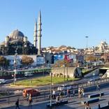 イスタンブール歴史地区を代表するモスク「イェニ・ジャーミィ」はオスマン帝国初の女性による皇室モスク