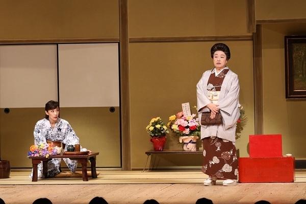 (左から)真琴つばさ・三林京子 (C)松竹