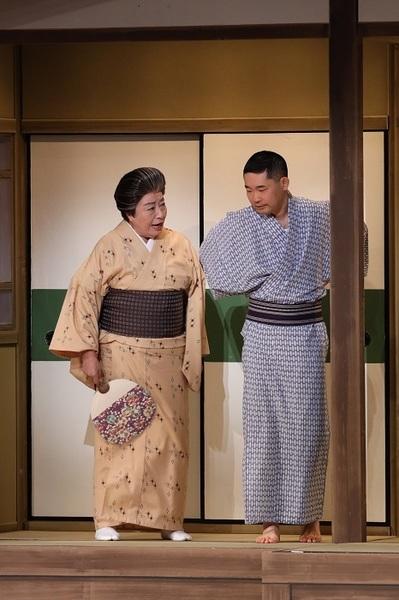 (左から)三林京子、今野浩喜 (C)松竹