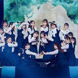 日向坂46 小坂菜緒不在の中4thシングル初披露、センター東村芽依に大歓声