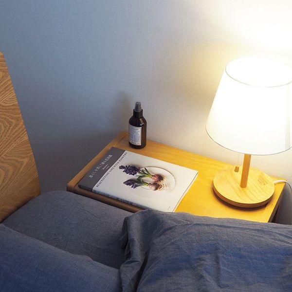 寝る前の読書用にテーブルランプ