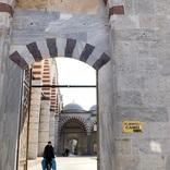 トルコ・エディルネの名所はセリミエ・モスクだけじゃない!ドームの装飾が美しい「ユチュ・シェレフェリ・モスク」