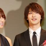 【動画】深田恭子、横浜流星の受賞をハグで祝福!『はじこい』2ショットに会場沸く