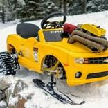おもちゃの車の魔改造がどんどんエスカレートしてる。雪山仕様のバービージープとカマロが爆走!
