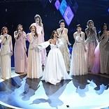 松たか子が世界9か国のエルサ役とともに、アカデミー賞授賞式で歌唱