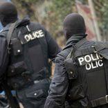 武装グループが警官を装い民家に突入 住人の男性が反撃し家族を守る