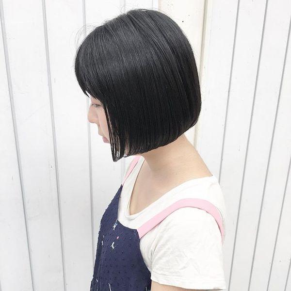 ダークな髪色に合うボブヘアスタイル