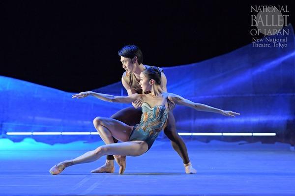 『DGV Danse à Grande Vitesse (C)』米沢唯、渡邊峻郁(撮影:鹿摩隆司/写真提供:新国立劇場)