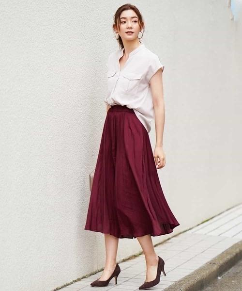 華やかに魅せる上品カラースカートコーデ