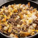 「ビッグマック」と「ギガビッグマック」をご飯と炒めてチャーハンにしてみたら……ウマいのはこっちだった