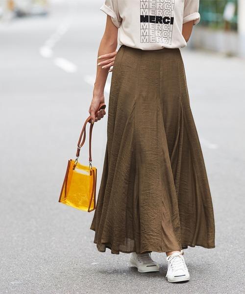 プリントTシャツ×マキシフレアスカート