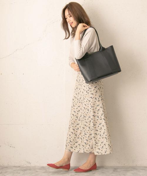 ベーシックカットソー×花柄ロングスカート