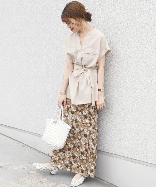 サファリブラウス×花柄ロングスカート