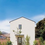 自然素材をふんだんに使った、切妻屋根のかわいい家