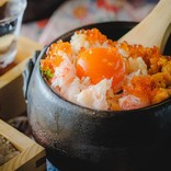 今だけ食べられる「痛風土鍋ご飯」が絶対ウマいやつ…! こだわり米+いくらウニ蟹たっぷり