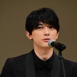 【動画】吉沢亮の躍進に、舘ひろし「ゴマすっとけば…」 マイクスタンドも調整