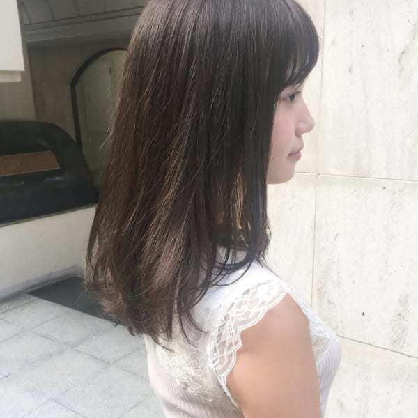 丸顔×前髪ありミディアム×暗髪ストレート