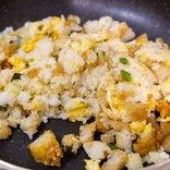 モスの「ライスバーガー」3種をご飯と炒めてチャーハンにしてみたら……ウマすぎて一番が決められない極上のチャーハンが完成した