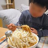チビッコが食事に集中できるおもちゃ「猫舌フーフー」を使えば4歳児でも二郎系ラーメンを食べられた!