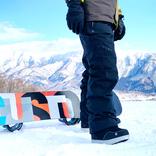 雪山での体感温度が全然違う…!宇宙服にも採用されている素材を使った「エンデバーパンツ」を使ってみた