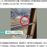 新型肺炎で自宅隔離された住民、2階窓から飼い犬を吊るして散歩(中国)<動画あり>