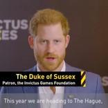 """ヘンリー王子、公式SNSに大物歌手との""""偽りのやりとり""""を投稿 「わざとらしい」と非難殺到"""