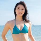 奥山かずさ、戦隊ヒロインが水着に着替え… 沖縄の海で輝く健康美を披露