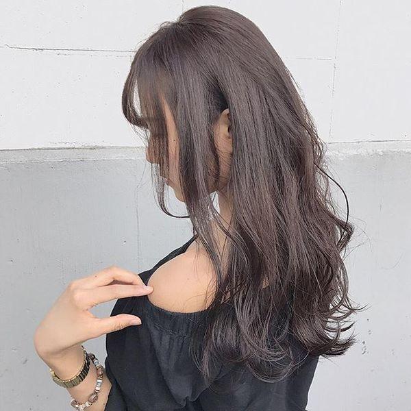 丸顔をすっきり大人にするヘアスタイル
