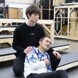 渡辺謙と宮沢氷魚が「美しい瞬間」の積み重ねから生み出す、舞台『ピサロ』稽古場レポート