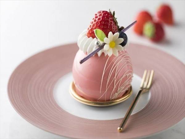 シェラトン・グランデ・ト 苺とホワイトチョコレートのムースーキョーベイ