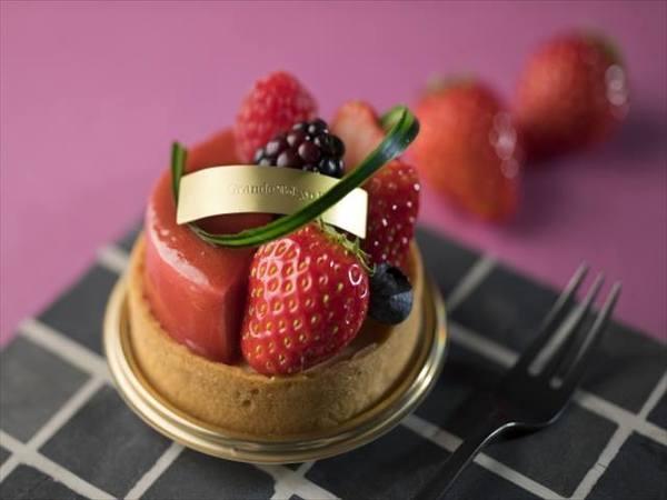 シェラトン・グランデ・トーキョーベイ・ホテル 苺とチーズタルト