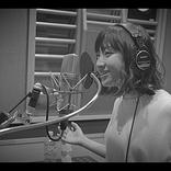 有安杏果の新曲「虹む涙」MV公開、歌う姿をワンカットで撮影