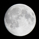 地球に自動車サイズの新しい月ができてた! → 宇宙に車を飛ばしたイーロン・マスク氏「僕のじゃない」