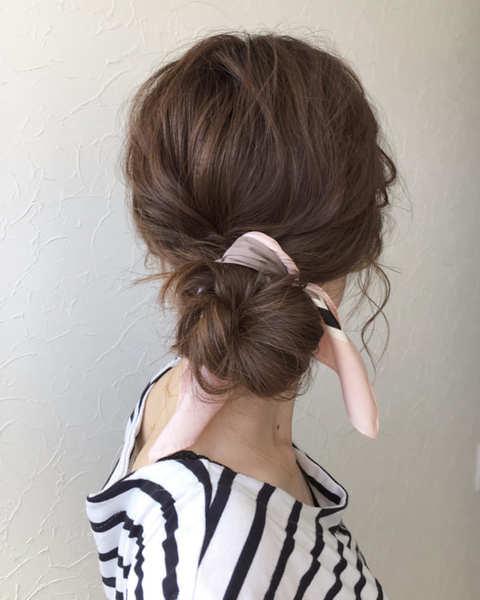 スカーフ使いでおしゃれなまとめ髪