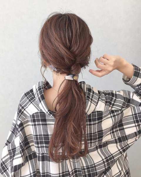 三つ編みがポイントのまとめ髪