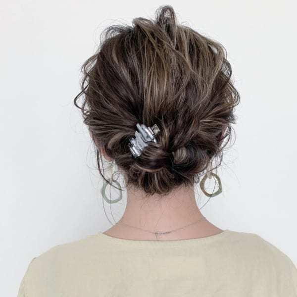 簡単で崩れしらずのまとめ髪