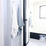 バスタオルはおしゃれに収納できる!狭い洗面所を上手に活用したアイデアを大公開