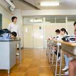 突然の休校措置が非常勤講師の生活を直撃 「3月分給与がゼロになると言われた」