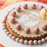 これ、チョコボールの可能性を最大限に活かしたやつじゃん…!オシャレな「キョロちゃん」ケーキが爆誕