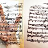 """浮き上がる楽譜……これは手品? それとも魔法? 驚きを隠せない""""切り絵アート""""の世界 - ツイッターでは称賛の声"""