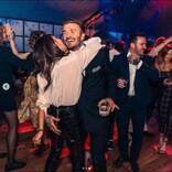 ベッカム家長男の誕生日パーティで、デヴィッドが妻ヴィクトリアのお尻を鷲掴み!