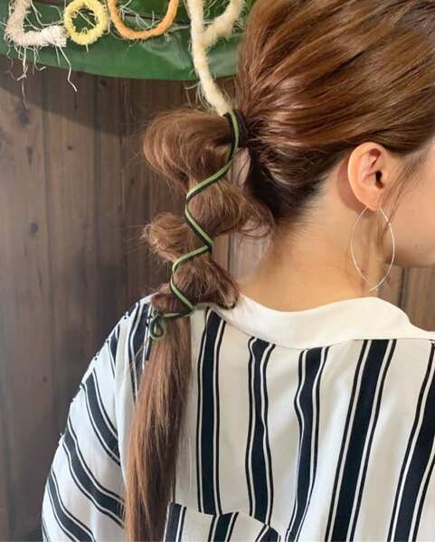 紐を飾って作るおしゃれロングヘアポニー