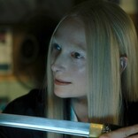 ティルダ様、日本刀を手に無表情でゾンビ無双! PCスキルも高すぎ『デッド・ドント・ダイ』キャラ動画