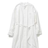 白シャツのワンピースの着まわし8選|季節の変わり目に使えるアレンジ力