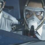 高度1万メートル、操縦室から副操縦士の体が外へ!『フライト・キャプテン』公開決定