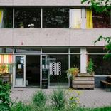 .nl Issue: ひとつのカテゴリやコミュニティにおさまらない人々が集まり、飲み、踊り、生活をするるつぼMONOアートディクターShirin Mirachor/Interview with Shirin Mirachor, artistic director of MONO