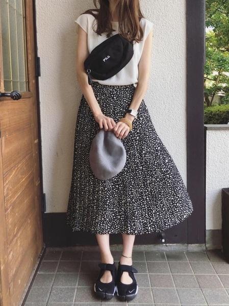 フレンチスリーブTシャツ×プリーツスカート