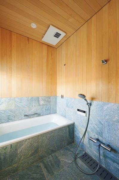 青森ヒバ板張りの木のお風呂